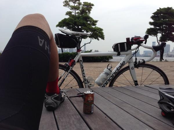 お台場公園ロードバイクで休憩