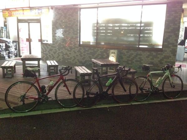 東京湾1周を終えたロードバイクたち